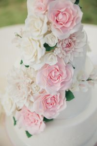 Suiker rozen bruidstaart bloemen trouwen