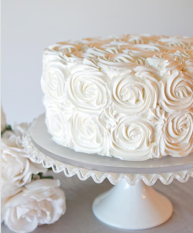wit-op-witte bruidstaart
