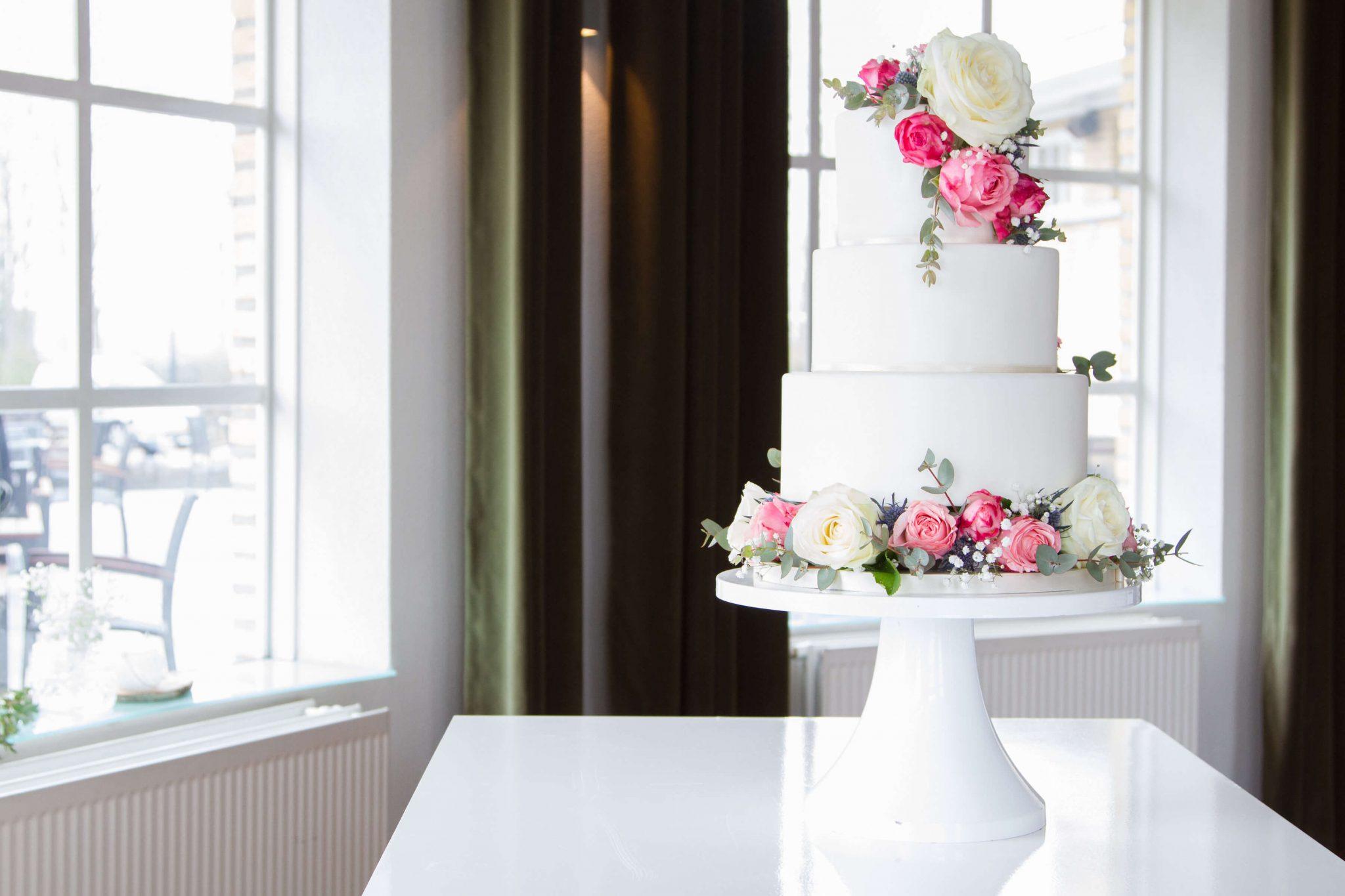 Romantisch Bruidstaart Bloemen Rozen Roze Wit chique