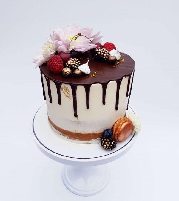 Verjaardag, feest, vieren, dripcake, goud, macaron, bloemen, chocola