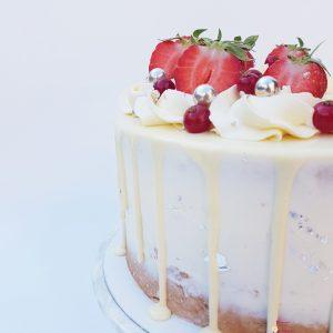 Witte Chocolade Aarbeien Dripcake taart verjaardag feest bedrijfstaart