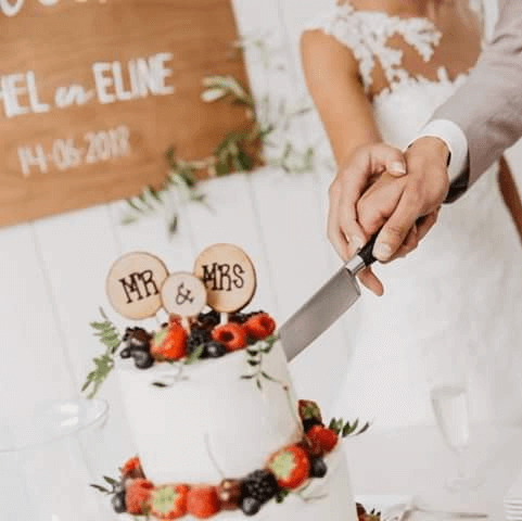 Aansnijmoment bruidstaart fruit