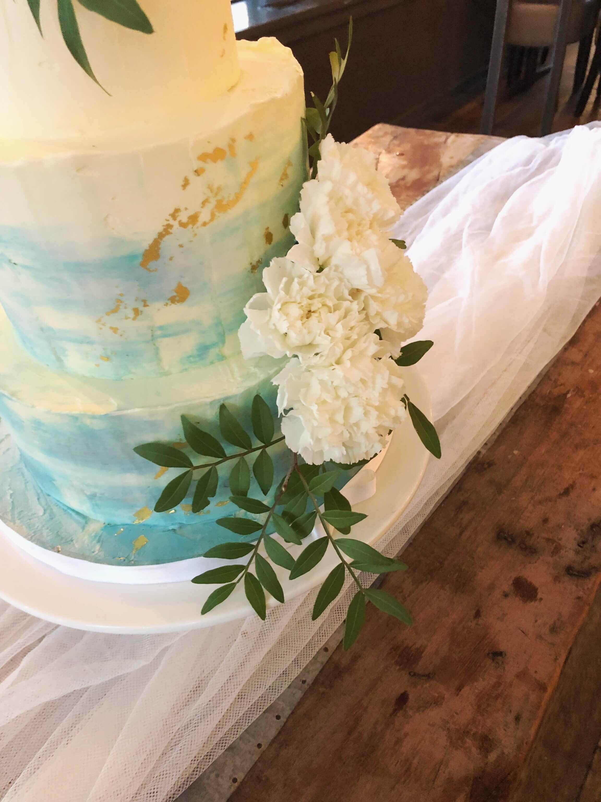 Creme Wedding Cake Watercolor blauw witte bloemen