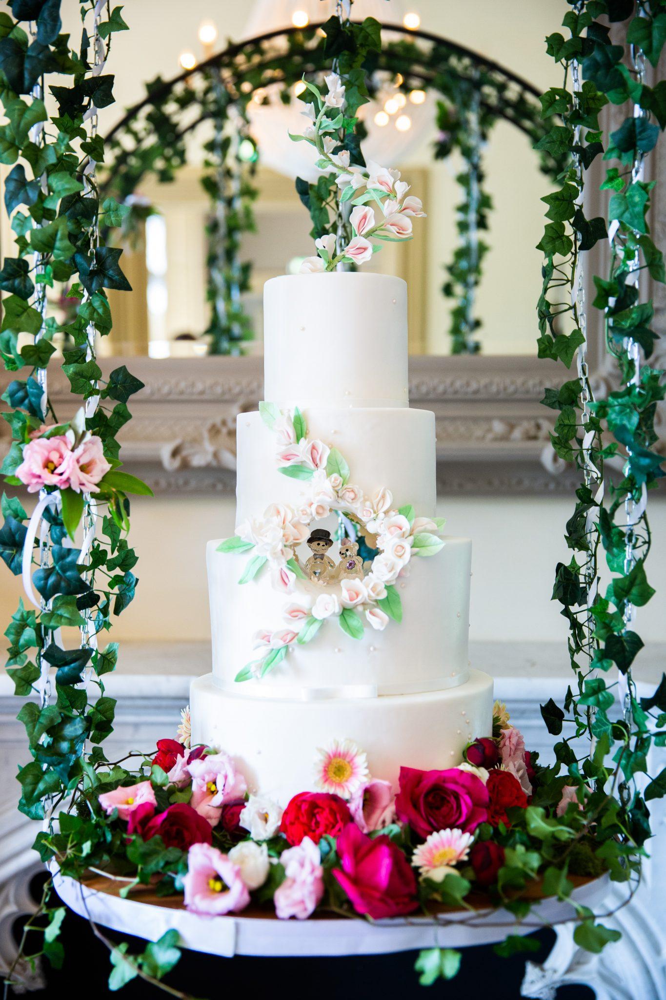 bruidstaart sprookje swarovski bloemen