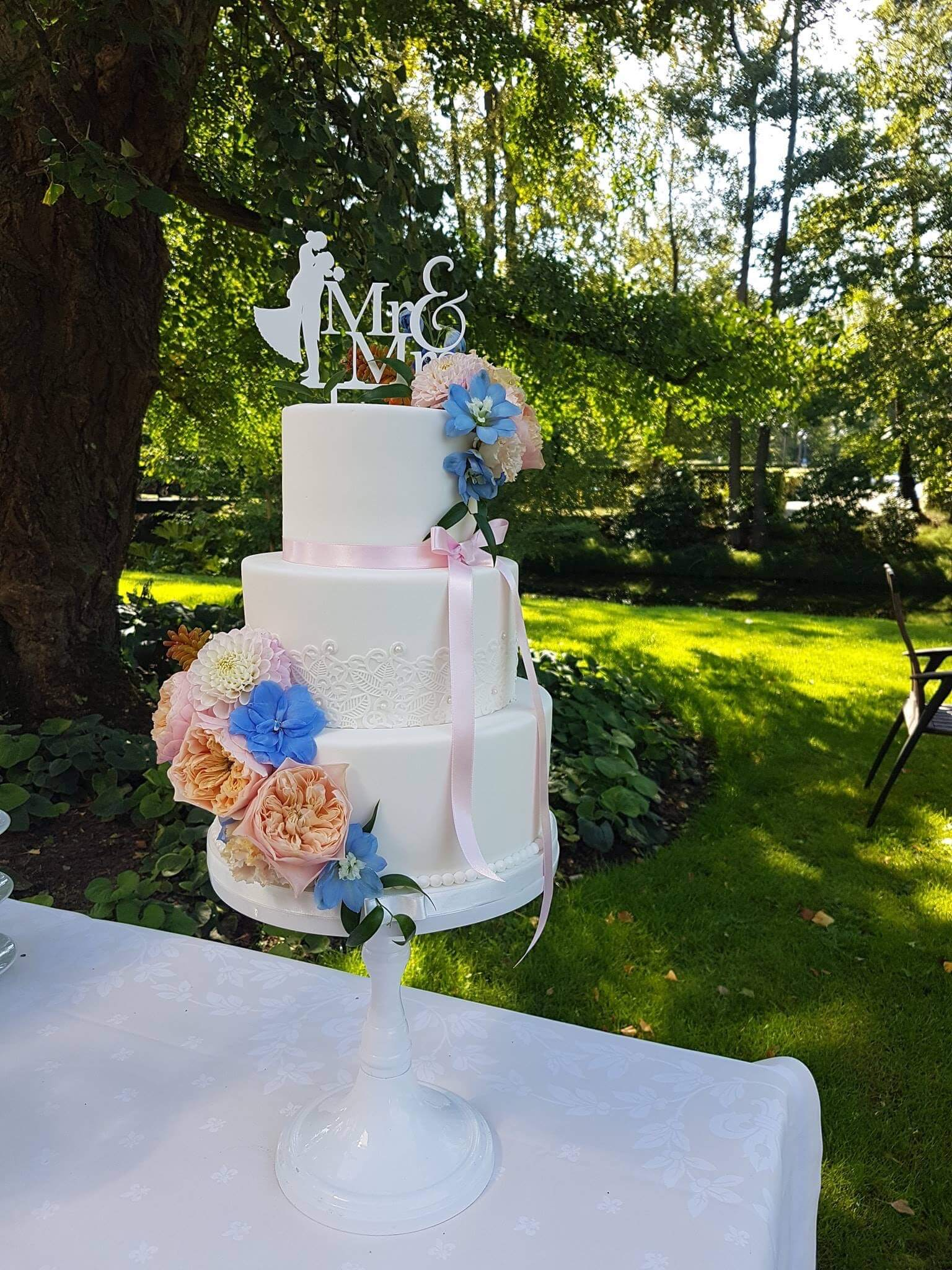 Romantic Classic Bruidstaart verse bloemen